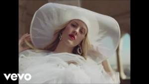 Video: Ellie Goulding, Diplo & Swae Lee – Close To Me